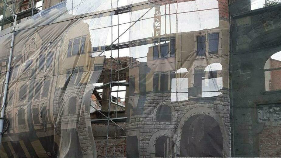 Улицу Фрунзе перекрыли в районе Кройц-аптеки из-за сильного ветра - Новости Калининграда | Фото: очевидец