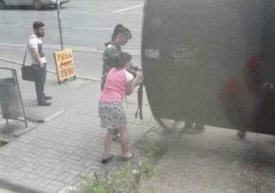 На Киевской пассажиры привязывают створку остановки верёвкой, чтобы она не улетела (фото) - Новости Калининграда