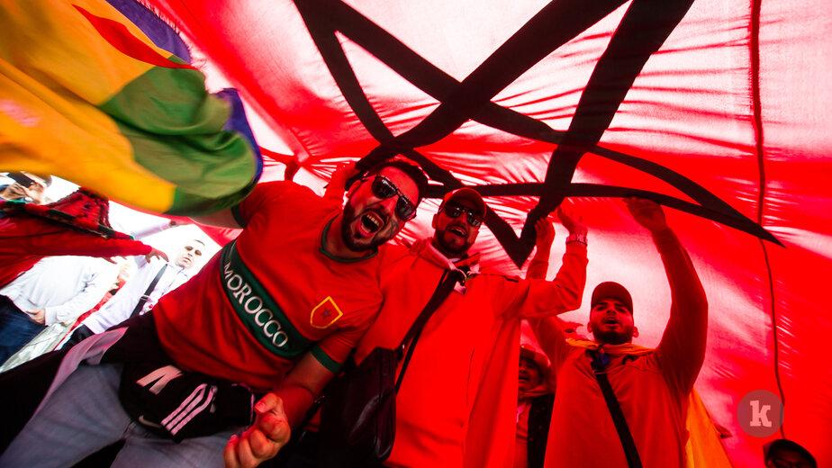 Коррида и хороводы: как испанские и марокканские болельщики гуляют в Калининграде в день матча (фоторепортаж) - Новости Калининграда