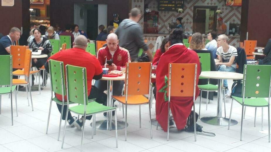 Вареники и зелёный фреш: что предпочитают на обед иностранные болельщики в Калининграде  - Новости Калининграда | Фото: Юрате Пилюте