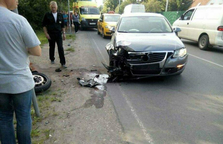 Умер мотоциклист, накануне попавший в аварию на ул. Дзержинского в Калининграде - Новости Калининграда | Фото: очевидец