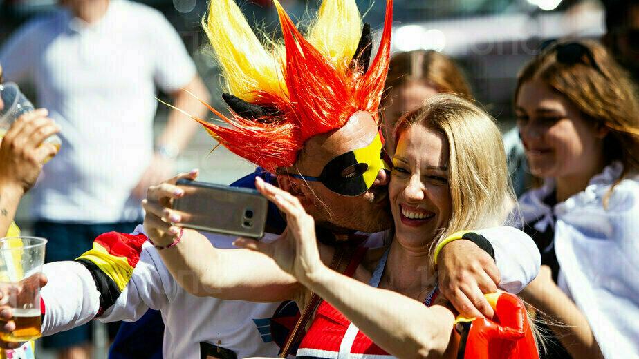 Как бельгийские и английские болельщики гуляют в Калининграде в день матча (фоторепортаж)  - Новости Калининграда