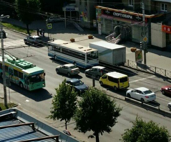 На Московском проспекте образовалась пробка из-за сломавшегося автобуса - Новости Калининграда | Фото: очевидец