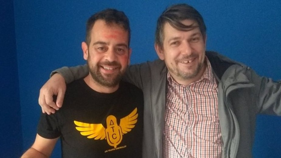 На фото: болельщик из Испании Серихо и Роман Городко.  | Фото предоставлено Романом Городко