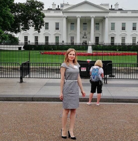 Елена на фоне Белого дома | Фото: Елена Столповская