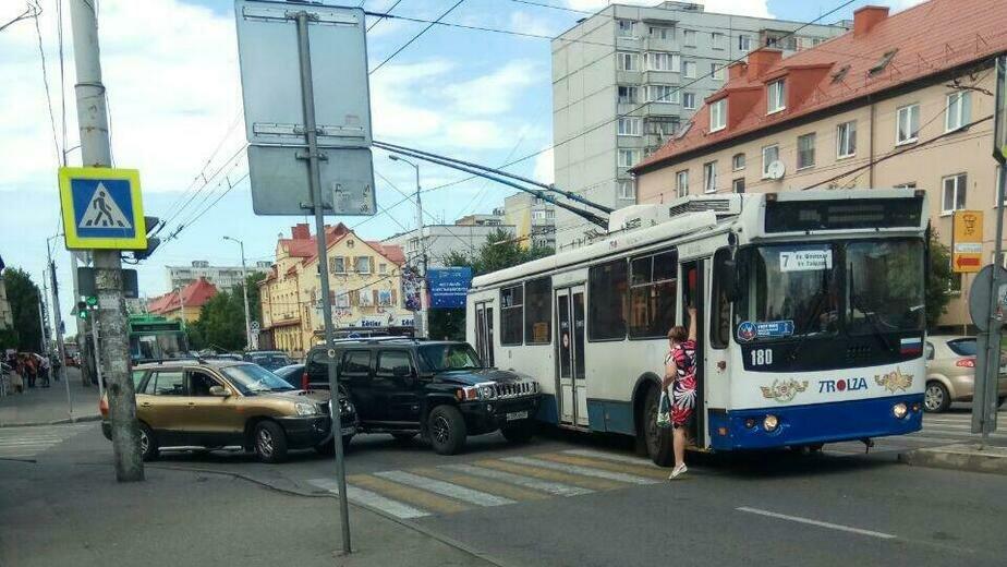 На ул. Горького из-за ДТП заблокировано движение в сторону центра - Новости Калининграда | Фото: очевидец