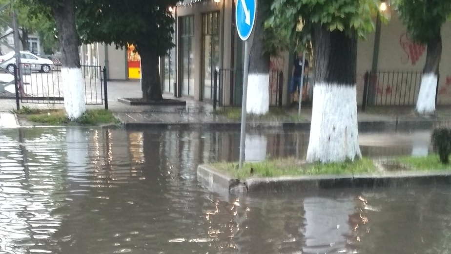 Площадь у вокзала Зеленоградска затопило из-за дождя (фото) - Новости Калининграда | Фото: очевидец