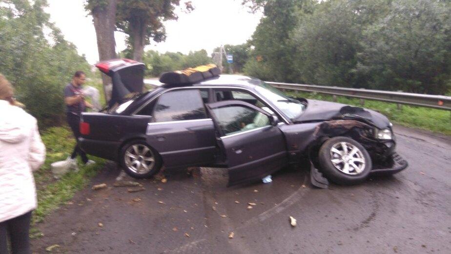 В Гурьевском районе у автомобиля отвалилось колесо после столкновения с деревом (фото) - Новости Калининграда   Фото: очевидец