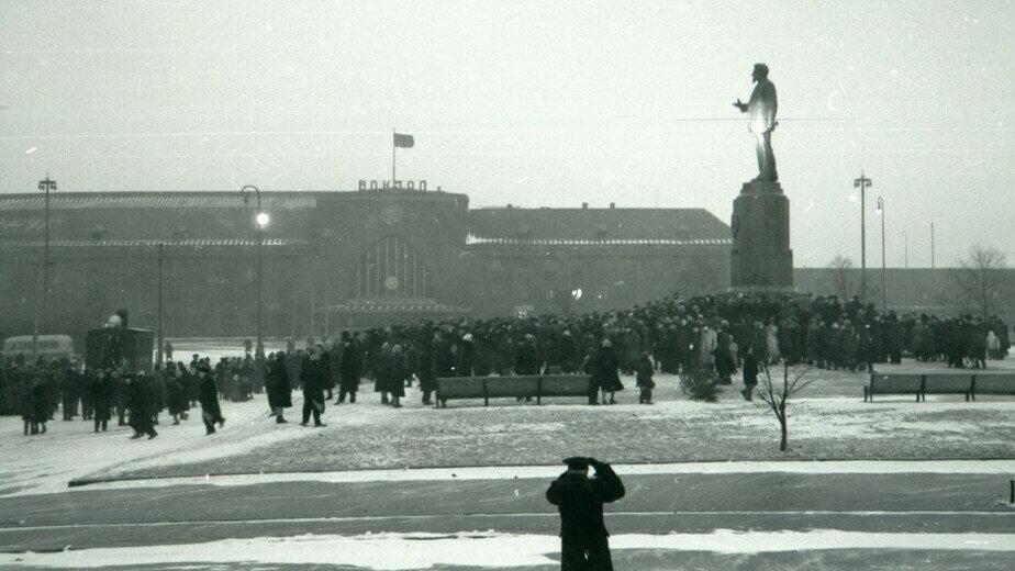 Открытие памятника Михаилу Калинину 5 декабря 1959 года  | Фото из семейного альбома Н.И. Макаренко