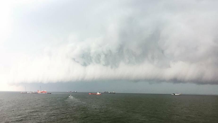 Перед грозой на побережье Балтийского моря заметили редкий вид облаков - Новости Калининграда | Фото: Борис Янковский