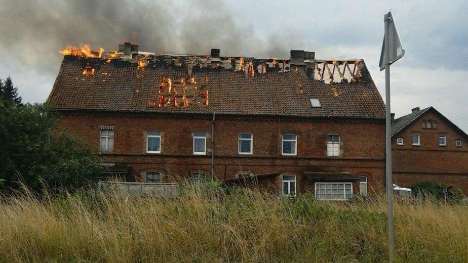Черняховские власти оплатят ремонт кровли дома, сгоревшей из-за шаровой молнии - Новости Калининграда | Фото: очевидец