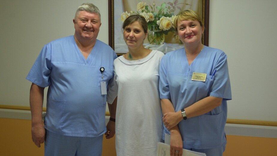 На фото Олеся с врачами  | Фото: Федеральный центр высоких медицинских технологий