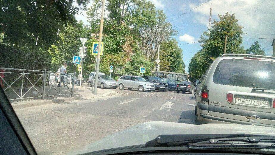 На перекрёстке улиц Брамса и Кирова столкнулись четыре машины (фото)  - Новости Калининграда | Фото: очевидец