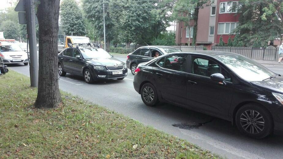 На ул. Александра Невского образовалась пробка из-за ДТП - Новости Калининграда | Фото: очевидец