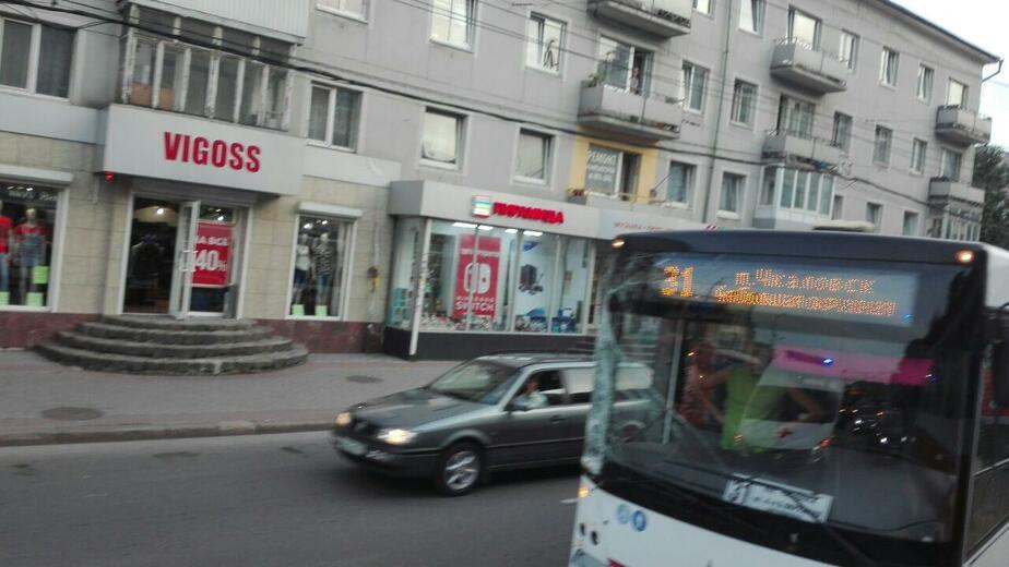 В Калининграде два человека пострадали при столкновении автобуса с легковушкой - Новости Калининграда | Фото: очевидец