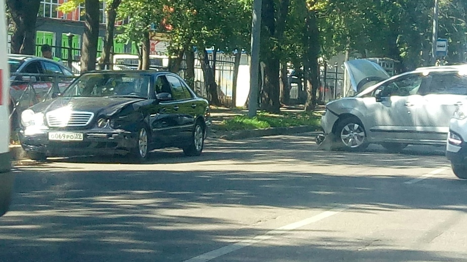 На Литовском валу образовалась пробка из-за двух ДТП - Новости Калининграда | Фото: очевидец