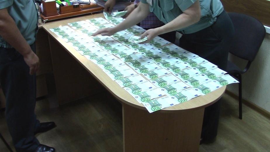 Калининградец пытался тайно провезти в Литву 20 тысяч евро  - Новости Калининграда | Фото: пресс-служба Калининградской областной таможни