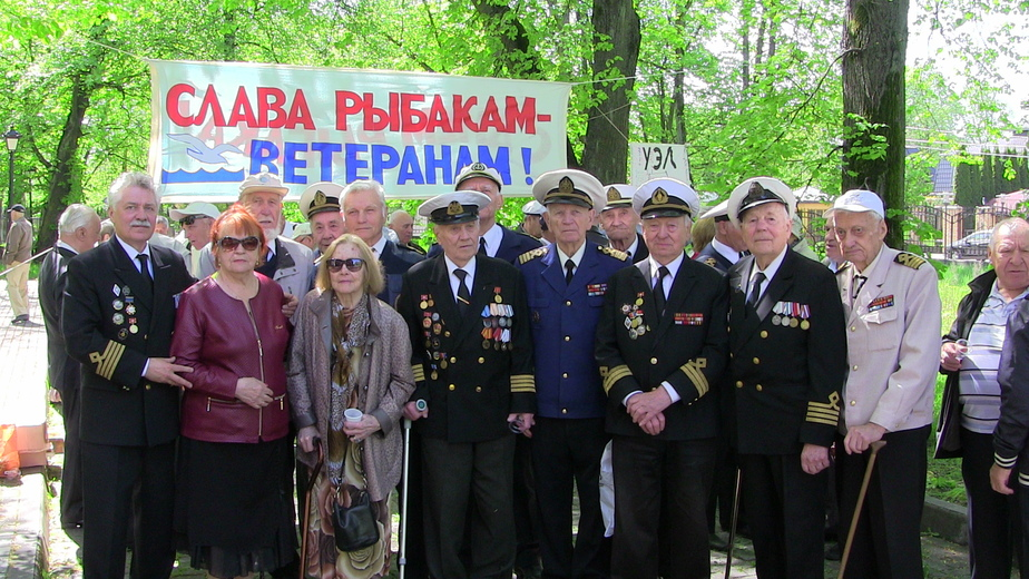 Каждый год 2 мая ветераны-рыбаки собираются в сквере у ДКР