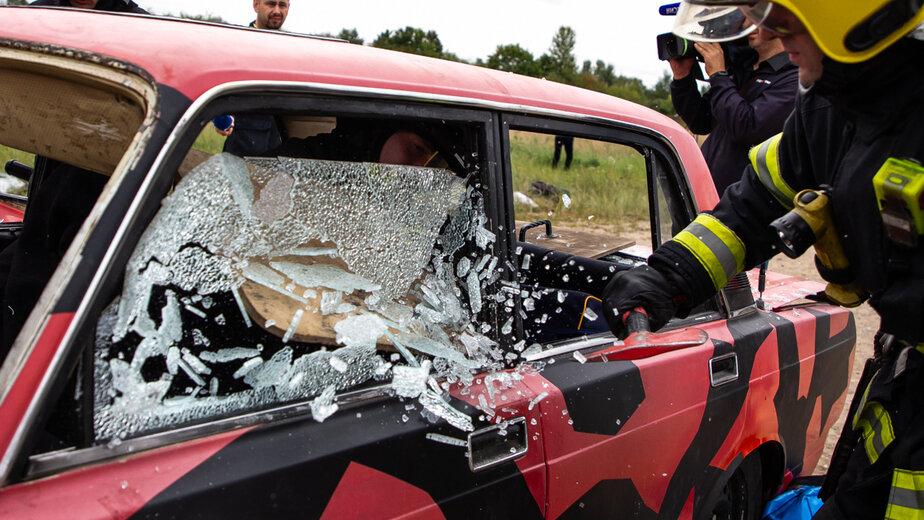 Как прошли учения МЧС по ликвидации дорожной аварии (фоторепортаж)