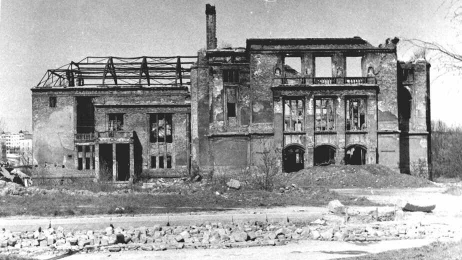 1967 год. Руины здания Городского собрания Кёнигсберга, ныне - Историко-художественный музей   Фото: коллекция А.П. Бахтина