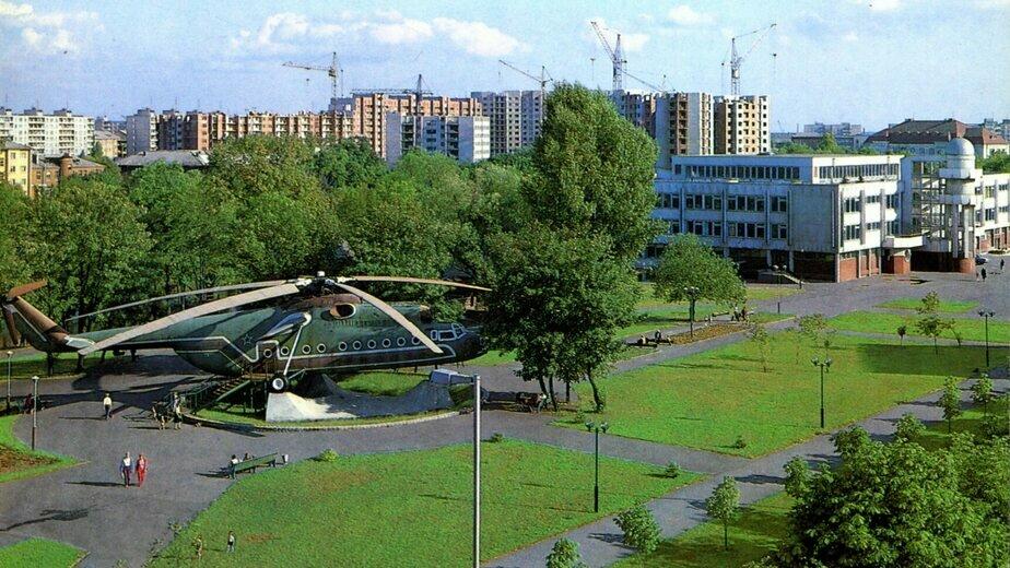 1987 год. Вертолёт на озере   Фото: коллекция А.П. Бахтина