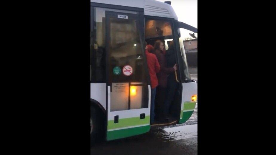Жители Васильково: автобус №50 не решил транспортных проблем (видео) - Новости Калининграда | Кадр видеозаписи