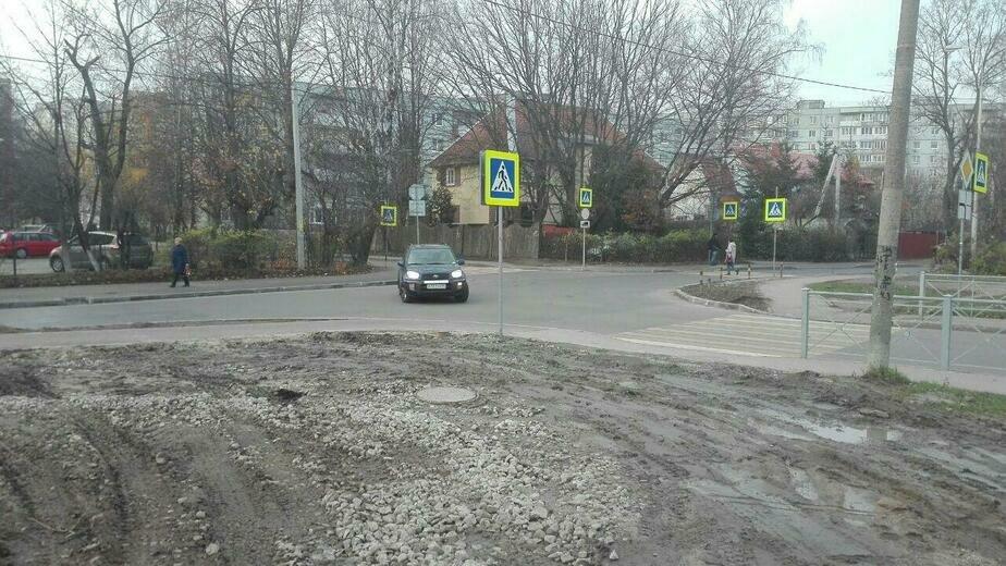 Сам себе гаишник: на ул. Нарвской закрыли популярный пешеходный переход - Новости Калининграда | Фото: очевидец