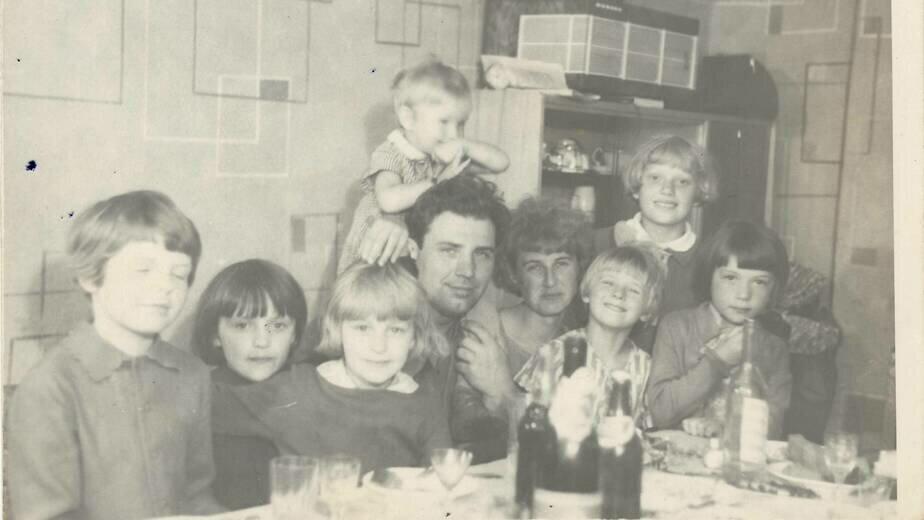 Встреча отца, вернувшегося из рейса | Фото из семейного альбома Татьяны Тишиной