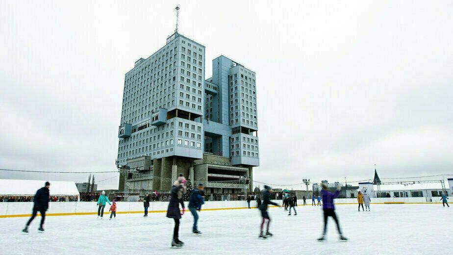 У Дома Советов открылись каток и рождественская ярмарка (фоторепортаж) - Новости Калининграда