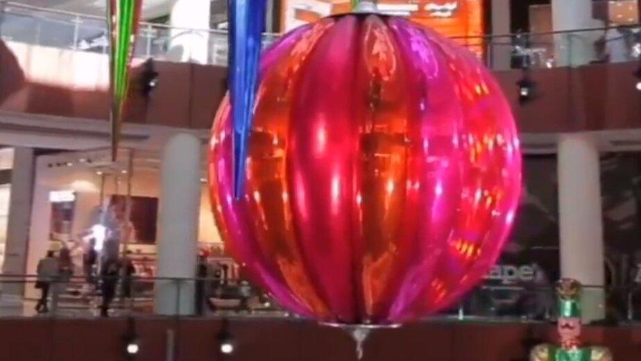Торговый центр в Дубае украсили самым большим новогодним шаром в мире (видео) - Новости Калининграда | Фото: кадр из видео