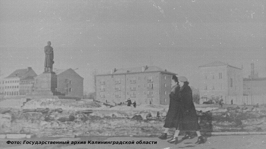 Памятник Сталину на улице Театральной | Фото: Государственный архив Калининградской области
