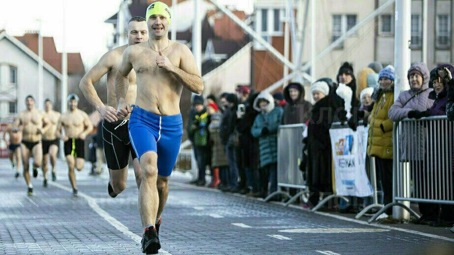 Двухметровые волны и 58-летний участник: как в Зеленоградске прошёл триатлон (фоторепортаж) - Новости Калининграда