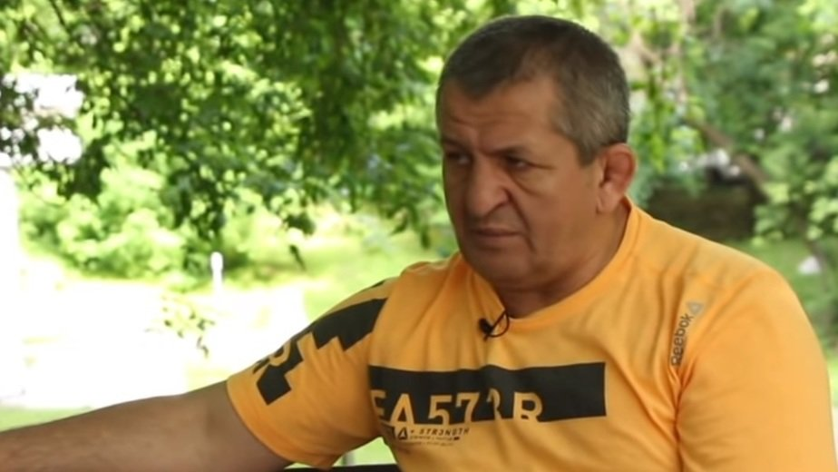 На фото Абдулманап Нурмагомедов | Кадр видеозаписи в YouTube / KAVPOLIT