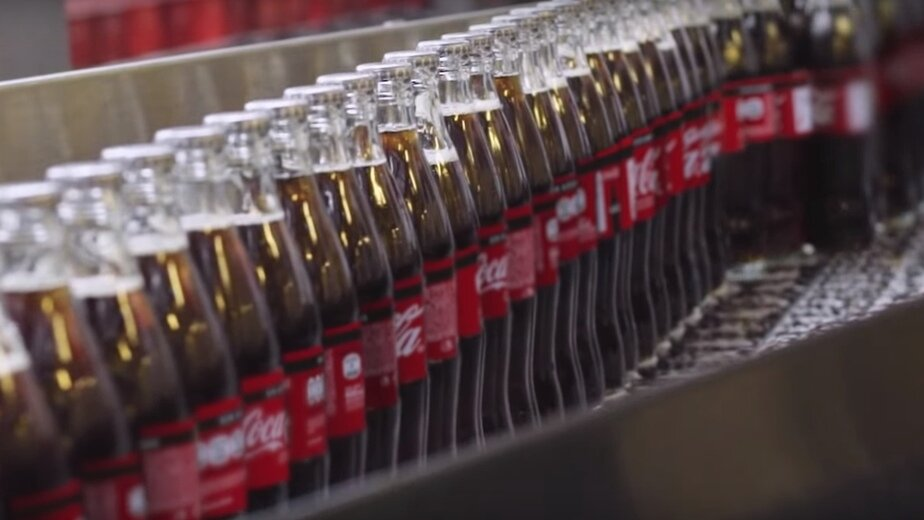 Coca-Cola впервые за 10 лет выпустит напиток с новым вкусом - Новости Калининграда | Фото: кадр из рекламы Coca-Cola / YouTube