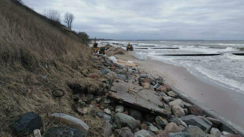 В Зеленоградске начали укреплять побережье с помощью биг-бэгов с песком - Новости Калининграда | Фото: пресс-служба Зеленоградского городского округа
