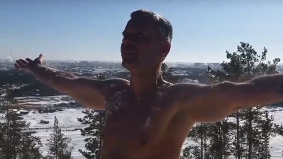 Калининградский морж Резанов прыгнет с голым торсом с самолёта в Якутии - Новости Калининграда   Фото: кадр видеозаписи