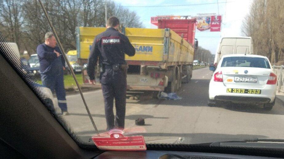 На проспекте Калинина грузовик насмерть сбил пешехода - Новости Калининграда | Фото: очевидец