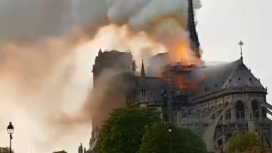 Во Франции загорелся собор Парижской Богоматери (обновлено) - Новости Калининграда | Фото: Кадр видеозаписи