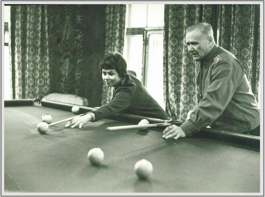 Маршал СССР Андрей Еременко в свободное время предпочитал бильярд | Фото: Минобороны