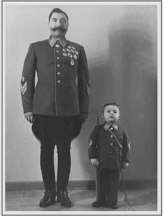 Будённый с сыном Сергеем, который также стал офицером. | Фото: Минобороны
