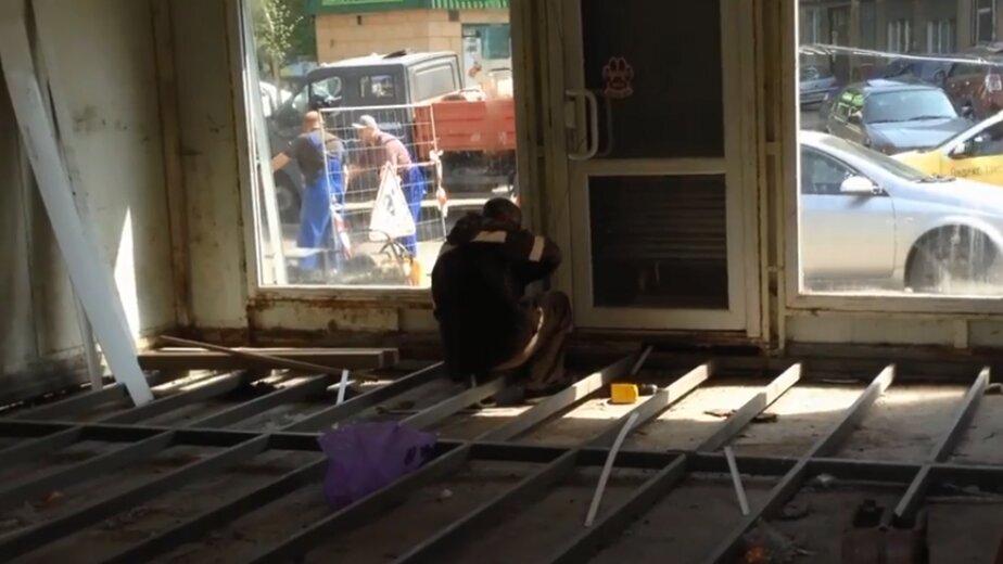 Как в Калининграде сносят незаконные ларьки (видео) - Новости Калининграда | Фото: кадр видеозаписи