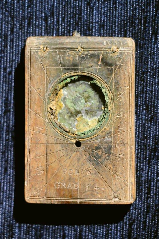 В Калининграде выставят уникальные солнечные часы XVI века, найденные при раскопках на Нижнем озере - Новости Калининграда | Фото: пресс-служба Историко-художественного музея