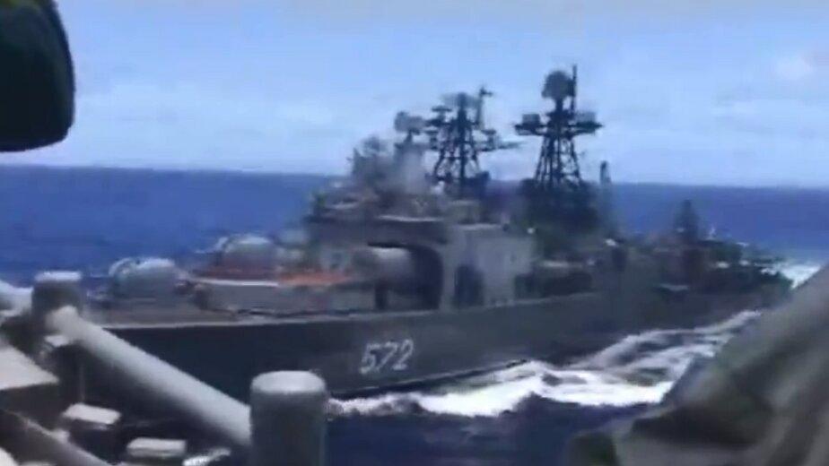 В Тихом океане опасно сблизились российский эсминец и американский ракетный крейсер (видео) - Новости Калининграда   Фото: кадр видеозаписи