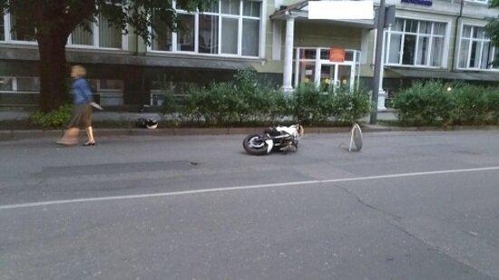 В Калининграде мотоциклист врезался в кроссовер и скрылся, бросив своего раненого пассажира - Новости Калининграда | Фото: пресс-служба регионального УМВД