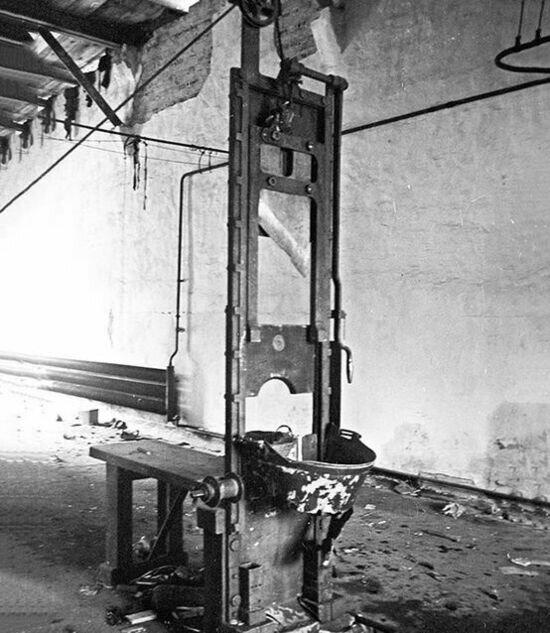 Гильотина, стоявшая во внутренней тюрьме Кёнигсбергского полицайпрезидиума.  | Фото: Олег Черенин