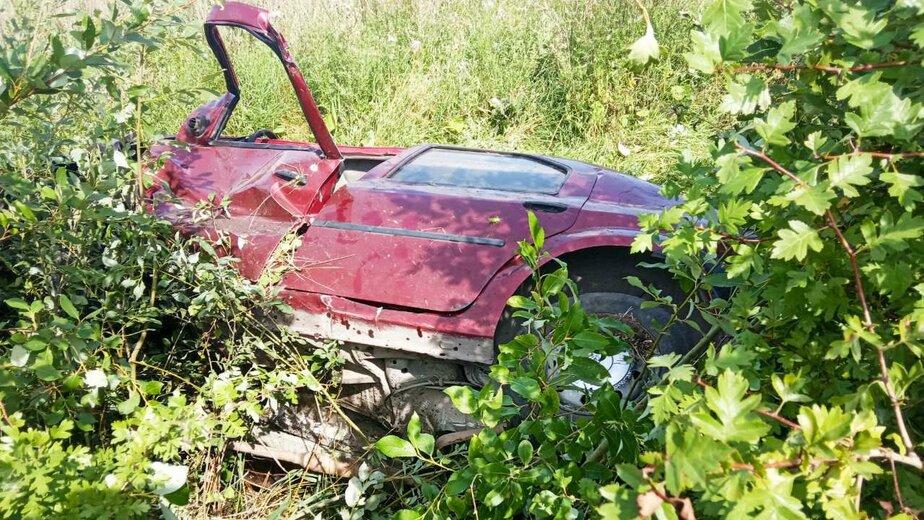 В Багратионовском районе Renault врезался в пень и вылетел в кювет, пострадал водитель - Новости Калининграда | Фото: очевидец