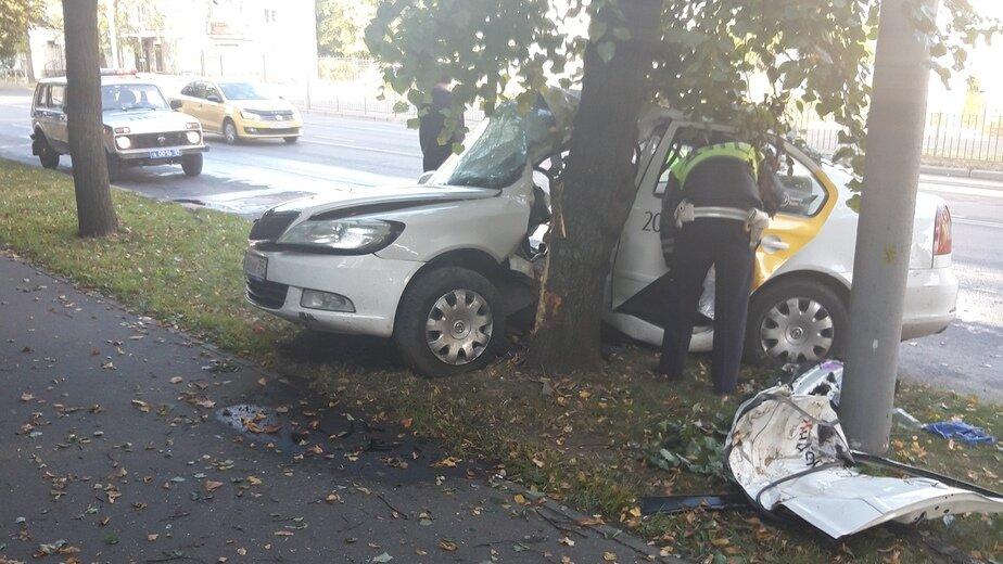 Источник: погибший в аварии на ул. Невского таксист был пьян - Новости Калининграда | Фото: очевидец
