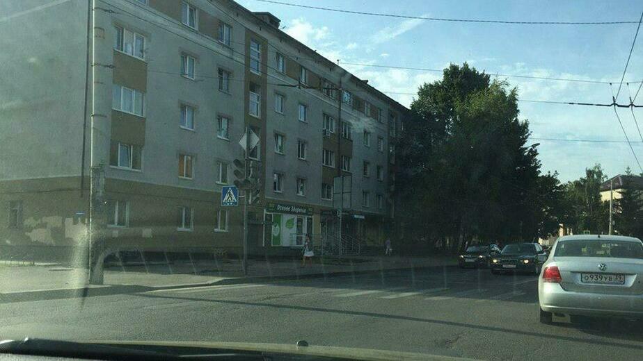 На перекрёстке ул. Озерова и Горького отключили светофор - Новости Калининграда | Фото очевидца