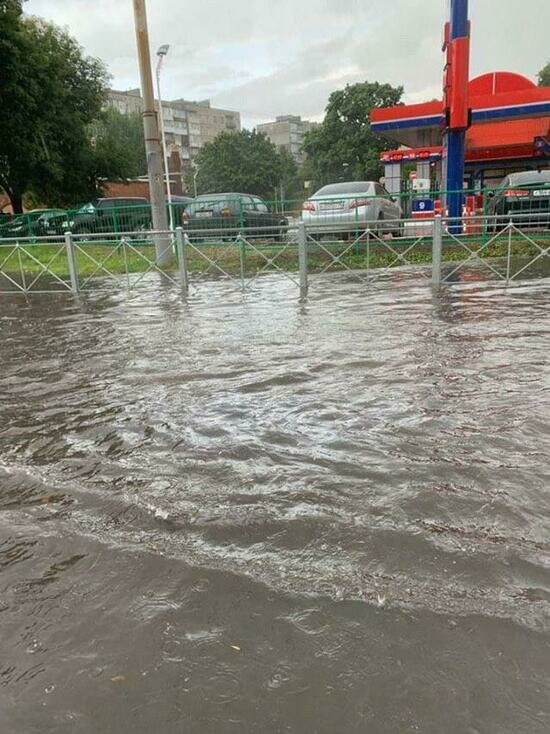 В Калининграде ливень затопил несколько улиц (фото, дополнено) - Новости Калининграда | Фото: очевидец