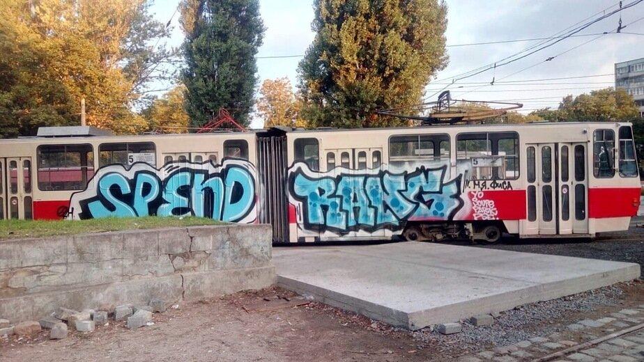 В Калининграде вандалы ночью разрисовали трамвай (фото) - Новости Калининграда | Фото: очевидец